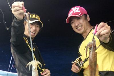la pesca del calamar desde embarcacion