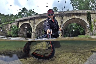 cañas pesca spinning río
